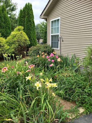 Lovely gardens with something blooming from April to October!