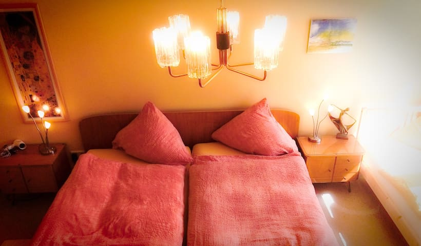 2 Rooms in Sunny City House for Business & Family