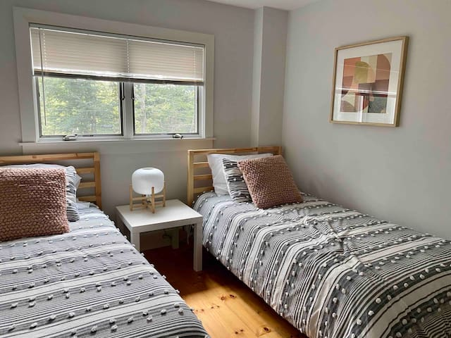 First floor bedroom with twin beds