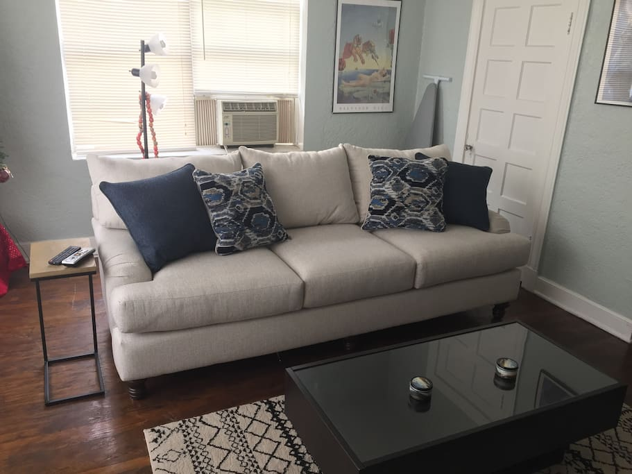 Brand new huge and comfortable sofa from rooms2go!