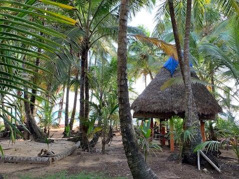 ENSUEÑOS. Cabaña Piramide. Little Corn Island