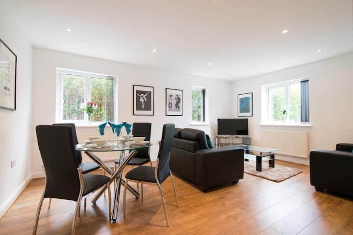 Luxury Garden Apartment in Didsbury - A