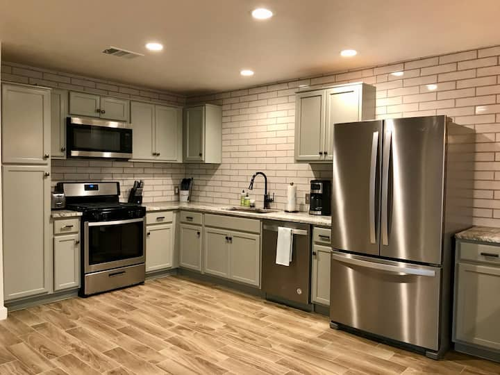 Spacious Spot in Central Austin ~ 10 mins from DT!