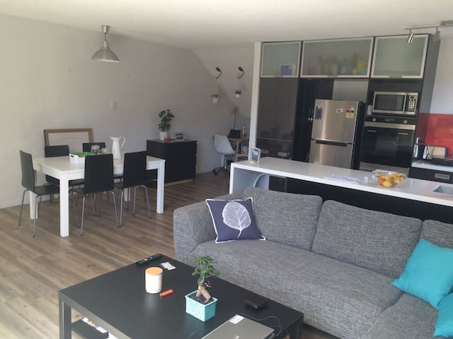 Modern Apmt with 2 bth/bedrooms in ideal location - South Melbourne - Byt