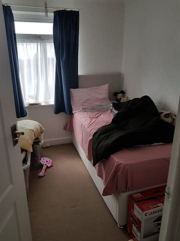 clean quiet single room  Rotherham near Sheffield