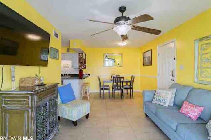Very Affordable - Cozy Beach Side Condo !