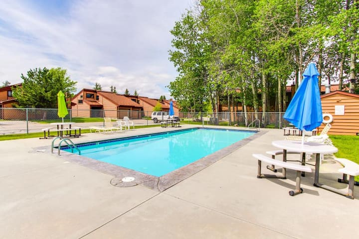 Spacious Sunny Mountain Lake McCall Condo