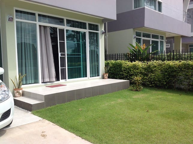Holiday House in Si Racha (close to Pattaya) - Si Racha - House