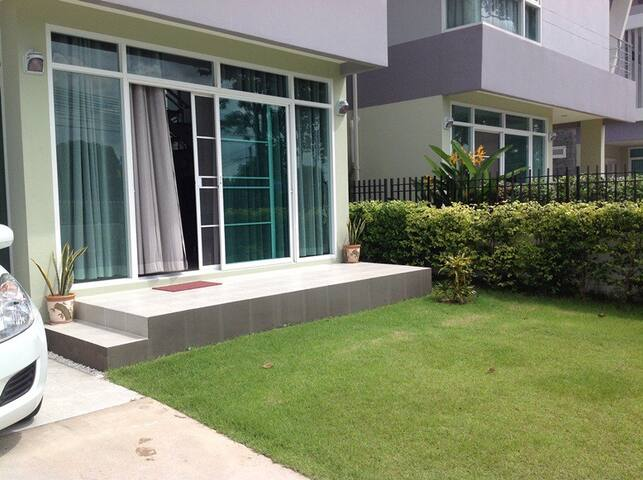 Holiday House in Si Racha (close to Pattaya) - Si Racha - Huis