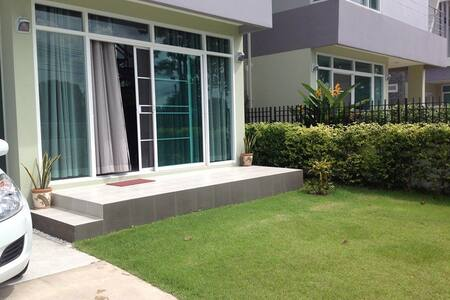 Holiday House in Si Racha (close to Pattaya) - Si Racha - Haus