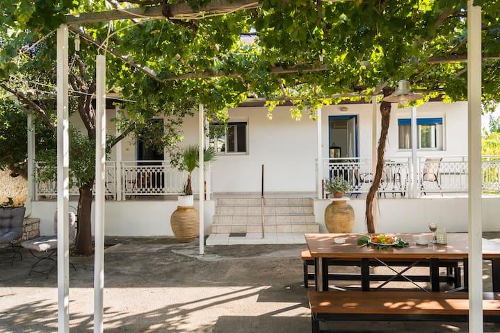 Akroyali Seafront Retreat-Sweet Family Escape