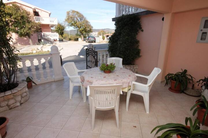 One bedroom apartment with terrace and sea view Duga Luka (Prtlog), Labin (A-2367-a)
