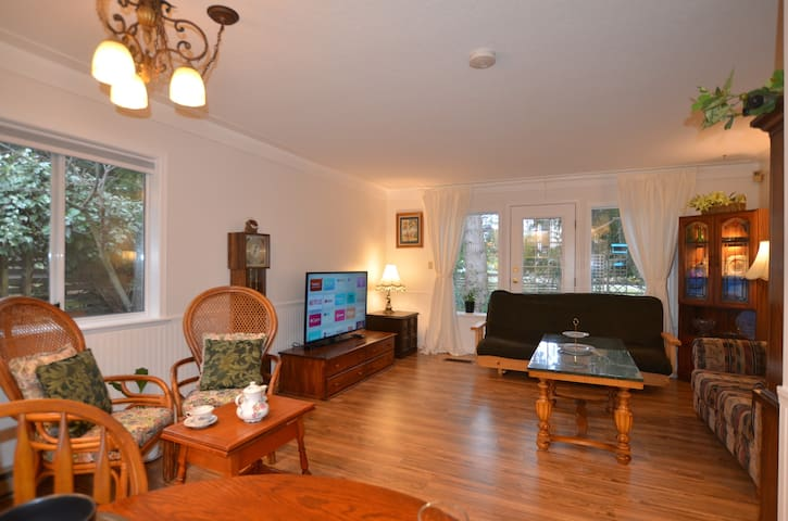 Big, Bright & Beautiful 2BR Near Ocean & Downtown.