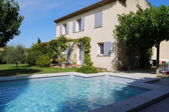 Loue villa avec piscine au sud Luberon - Pertuis - House