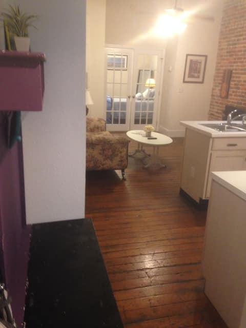Heart of Historic Downtown! Great 1 Bedroom Apt. H