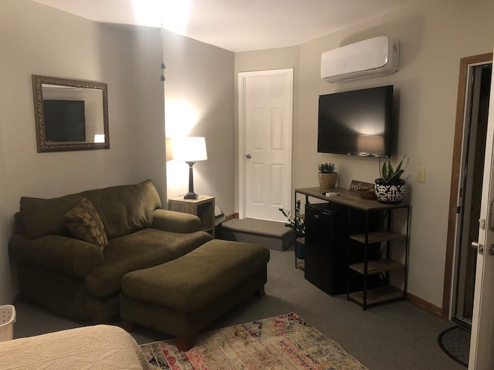 Private apartment minutes from downtown/campus
