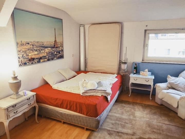 Zimmer zentral und ruhig gelegen, Rheinnähe