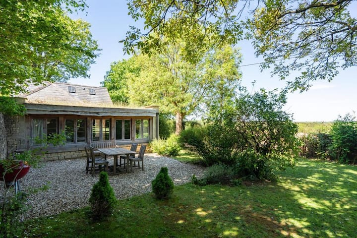 The Little House, Luxury Cotswolds Stunning Views