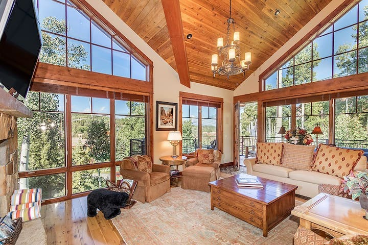 Floor to Ceiling Windows, Giant Suites, and Private Hot Tub with Views