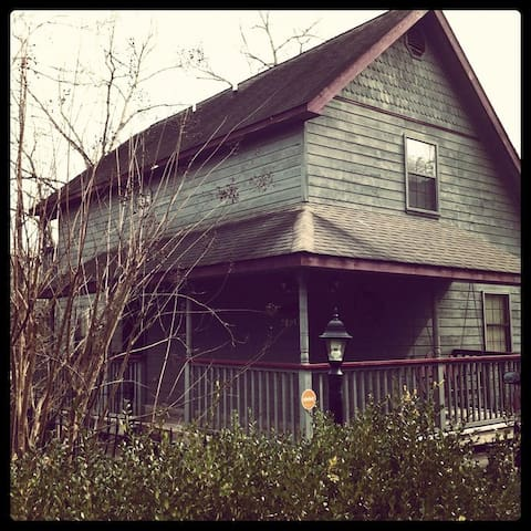 Chalet with Theatre - In the heart of Pigeon Forge