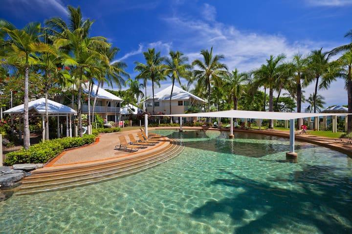 3 Bedroom Villa on the Beach - Trinity Beach - Huoneisto