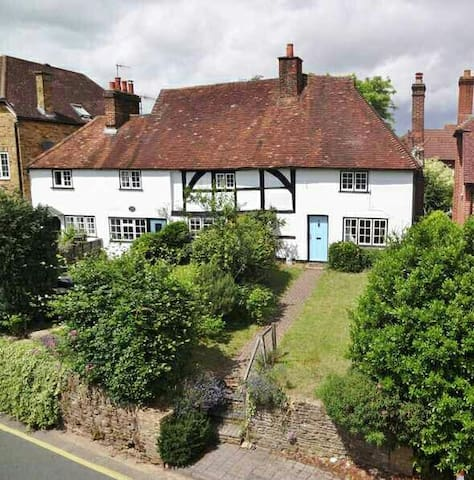 Beautiful period cottage. - Godalming