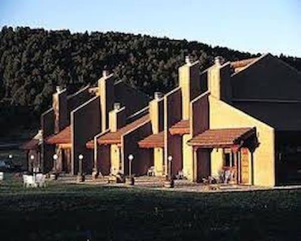 Cómoda Cabaña en Ruido, NM - Alto - Kulübe