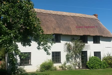 Large double room(s) thatched house - Cherhill - Apartment