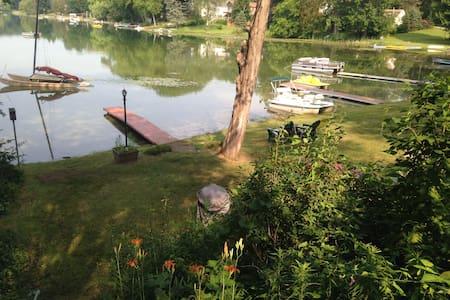 Writer's Retreat on Protected Lake - Pinckney - Rumah