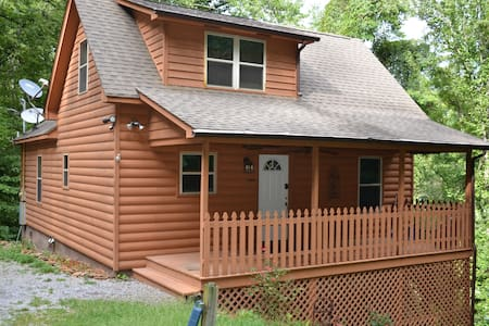 Honeymoon, Private,  Family Fun, Fishing Lake - Sevierville - Kisház