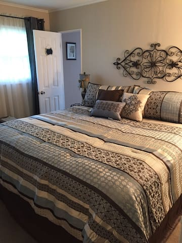 Comfy King room in Village of Lewiston - Lewiston - Casa