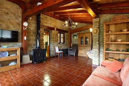 Casa turística en Lumbreras con terraza privada.