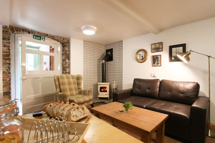 Moville Boutique Hostel - Studio Apartment