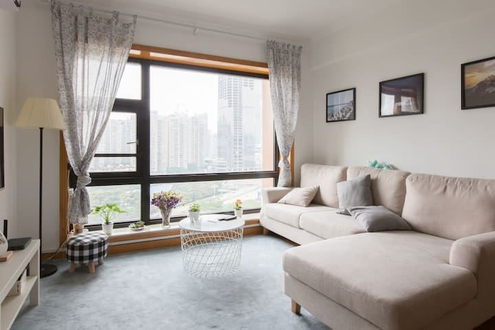 Cozy Female 4-bed room, Near Metro/HK border 近会展中心