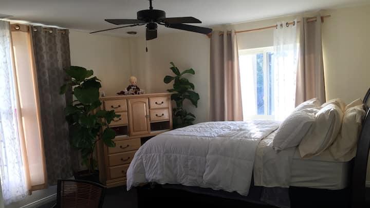(1) Top Floor Comfy Private Room in Calabasas