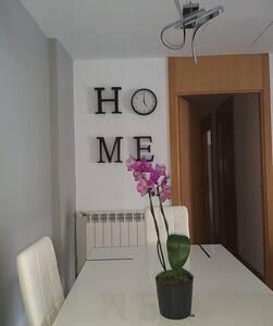 Amplia y luminosa habitación en conjunto privado