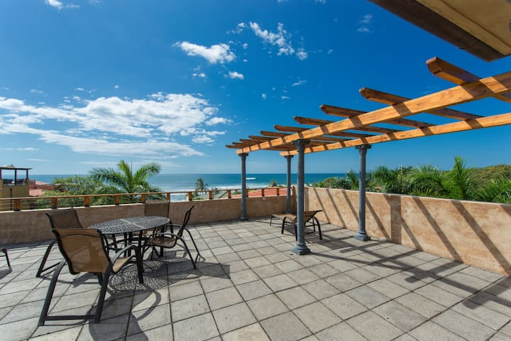 Elegant condo w/ ocean views, rooftop terrace & shared pool - walk to beach!