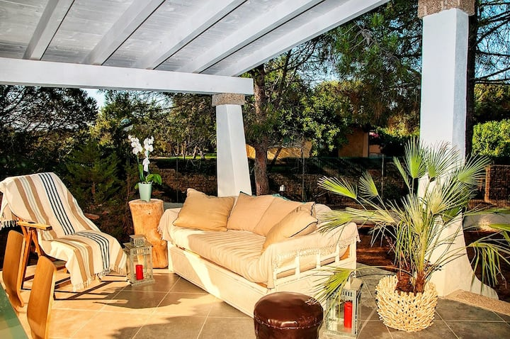 Villa moderna elegante con vista mare dal solarium