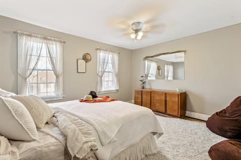 5 Beds   Great for Families and Vacationers