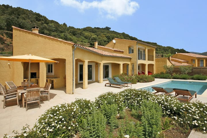 Exotic Holiday Home in Ceps with Private Pool