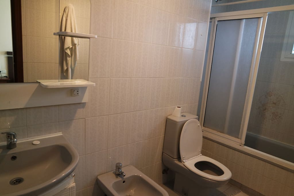 Bed bathroom condominiums for rent in fuengirola for Bathrooms fuengirola