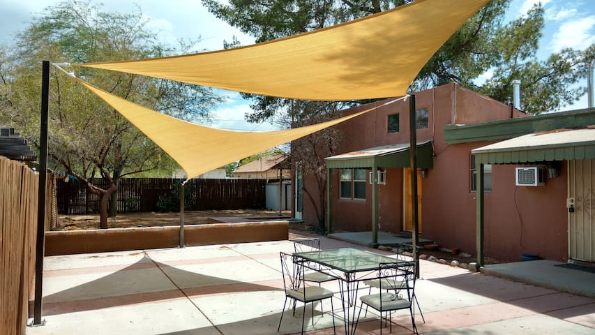 Gorgeous remodeled 2 bedroom - Tucson - House