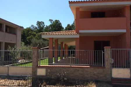 Villa con giardino a 5 minuti da Costa Rei. - Olia Speciosa - Villa