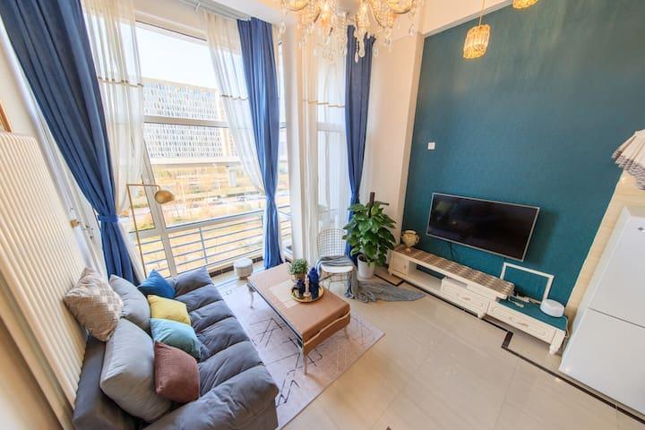 西站直达良乡大学城水晶蓝超清晰大投影loft公寓