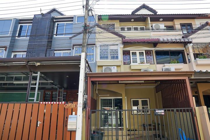 A Cozy Townhouse on Ramkhamhaeng Road