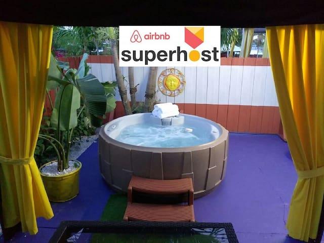 Aquarium Place with private JACUZZI