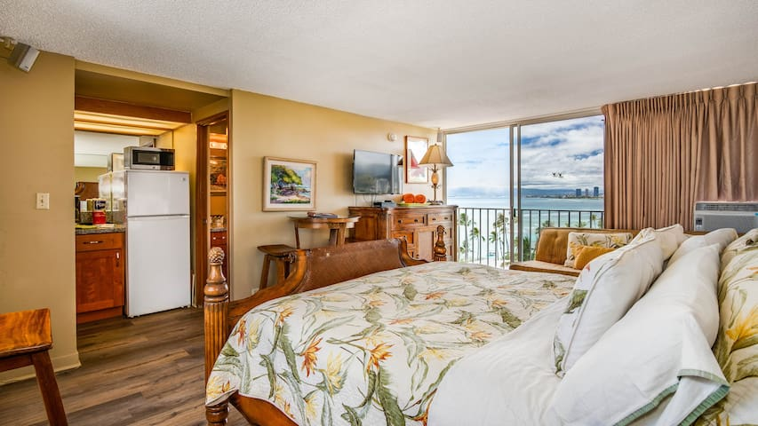 King Bed Suite over the Pacific Ocean -Awesome!