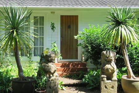 Bird Gardens Cottage - katikati   katikati
