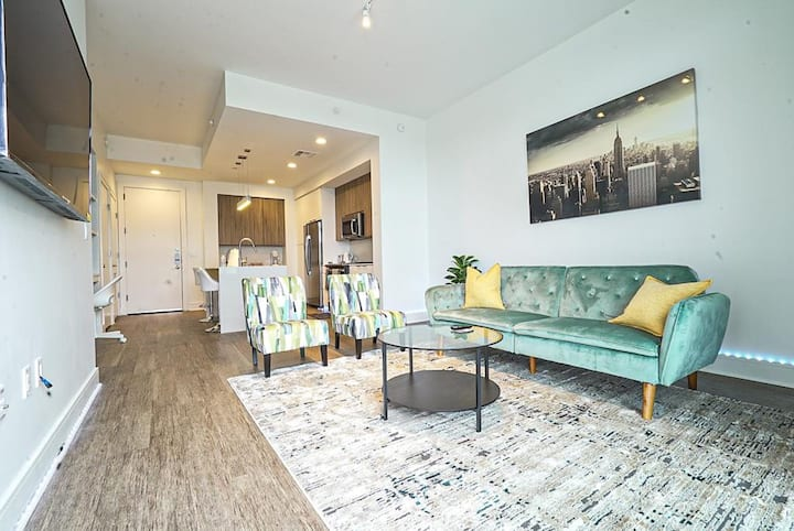 One Bedroom High-rise Apartment in Midtown Area