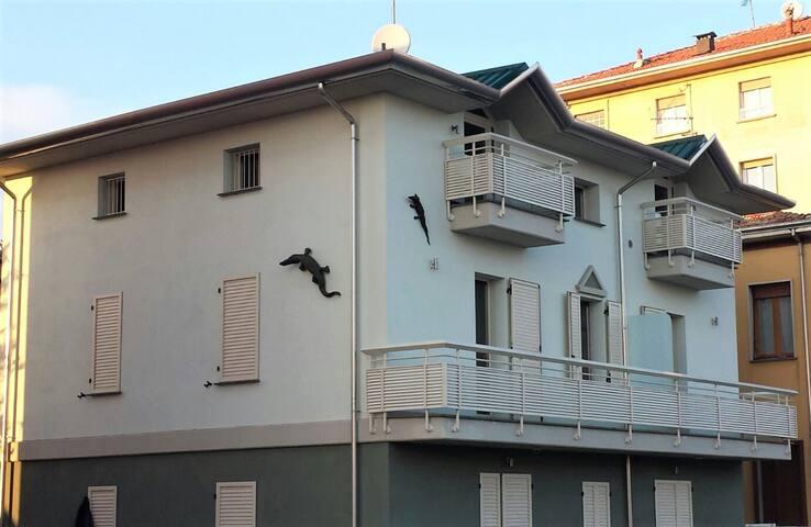 CROC HOUSE APARTMENTS